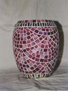 Mosaic vase Mosaic Planters, Mosaic Vase, Mosaic Flower Pots, Ceramic Flower Pots, Mosaic Garden, Mosaic Crafts, Mosaic Projects, Mosaic Ideas, Mosaic Bottles