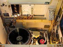 Durante las décadas de los 60 y los 70, las máquinas de discos con selectores de melodía remotos fueron muy populares en los restaurantes, la más famosa es el modelo Seeburg 3W1 la cual no tenía un mecanismo dentro, sino que sólo recogía las monedas y permitía la selección de la melodía que era requerida a una unidad remota ubicada en otra parte.