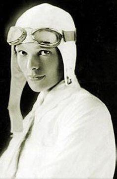 Амелия Эрхарт - первая женщина-пилот, перелетевшая Атлантический океан. США. 1920-е