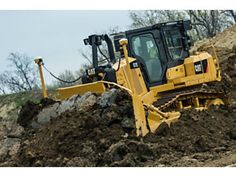Cat | Updated Cat® D7E Features Advanced Technology To Boost Productivity and Meet Latest Emission Standards | Caterpillar