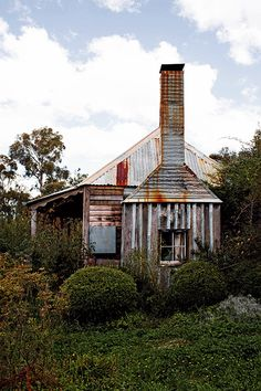 Australian timber & iron cottage. Photo by Kara Rosenlund - Shelter - Temple & Webster Journal