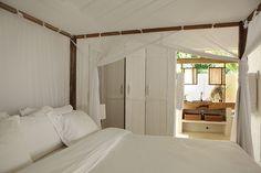 King size, comfy bed of Casa Seu Irenio, UXUA Casa Hotel & Spa, Trancoso, Bahia.