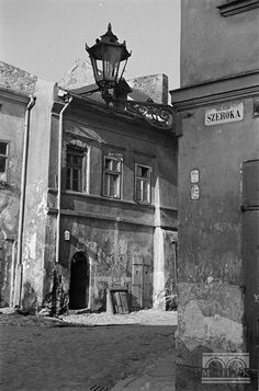 Józefa - widok z ul. Ww1 Pictures, Krakow Poland, Old Photography, Danzig, Black And White Aesthetic, World Cities, Warsaw, Abandoned Places, Old Photos