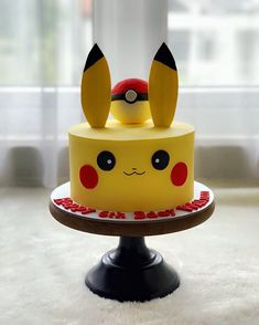Brilliant cakes photos for cute Pikachu of pokemon - Cocomew is to share cut. Brilliant cakes photos for cute Pikachu of pokemon – Cocomew is to share cute outfits and swe Pokemon Themed Party, Pokemon Birthday Cake, Pikachu Cake, Cute Pikachu, Pokeball Cake, 6th Birthday Parties, 9th Birthday, Birthday Ideas, Pokemon Torte