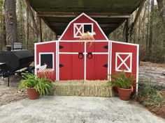 Barn Photo Prop I like this one the best Party Animals, Farm Animal Party, Farm Animal Birthday, Cowboy Birthday, Farm Birthday, 2nd Birthday Parties, Petting Zoo Birthday Party, Birthday Ideas, Farm Themed Party