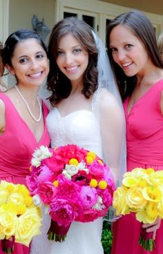 wedding flower idea: have contrasting bouquets for the bride and bridesmaids. Photo: Jim Kennedy, costa mesa CA