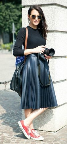Classy And Casual Pleated Skirts Outfits Design Ideas 34