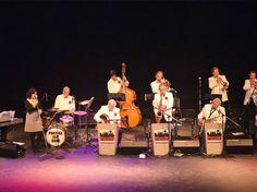 La Porteña Jazz Band, cumple sus bodas de oro y va por más. Los integrantes de la banda aseguraron que a pesar de estar formada por músicos de generaciones, la agrupación se mantiene unida gracias a las melodías concebidas allá lejos en Nueva Orleans.