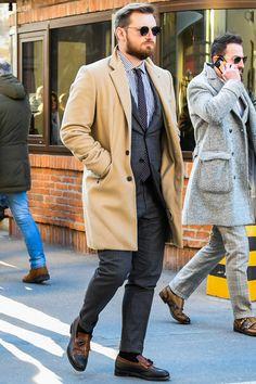 ビジネススーツに合う秋冬コート特集!王道からこなれ感を与えるアウターまでを紹介 | 男前研究所 Cool Street Fashion, Street Style, Classic Style, Classic Fashion, Mens Suits, Gentleman, Stylists, Dress Up, Menswear