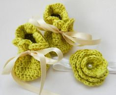 Infant Baby Girl Drawstring sack Booties Knit by ItsyBitsyBabyToes, $17.00