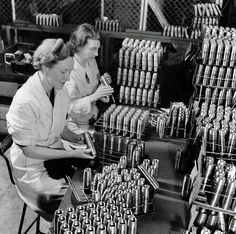 vintage everyday: Pictures of South Australian Women Working in Munitions Factory during World War II