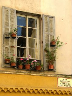 abriendo-puertas:    Rue Rossetti, Nice. France. By Vittoria Vir