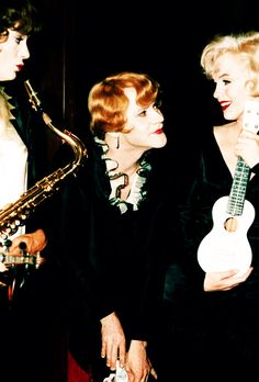 Tony Curtis, Jack Lemmon and Marilyn Monroe in Some Like It Hot, 1959
