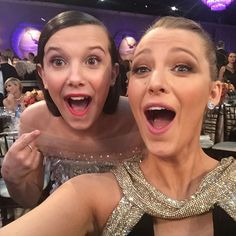 Blake Lively and Millie Bobby Brown Took a Selfie at the 2017 Golden Globes Millie Bobby Brown, Bobbie Brown, Paris Jackson, Ryan Gosling, Blake Lively, Post Malone, Gossip Girl, Long Island, Selfies