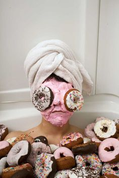 beauty mask....don't know why I find this amusing...donuts