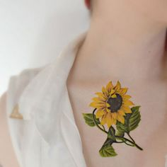 Awesome 59 Cool Black and White Sunflower Tattoo Ideas You With to Have. More at http://aksahinjewelry.com/2017/08/15/59-cool-black-white-sunflower-tattoo-ideas/