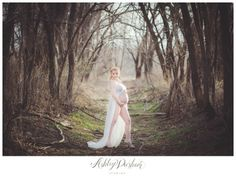 love the styling of this and framing with the trees. but mama more covered up Spring Maternity, Maternity Poses, Maternity Portraits, Maternity Pictures, Baby Bump Photos, Pregnancy Photos, Maternity Photography Outdoors, Dramatic Look, Trendy Accessories