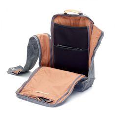 Tasche oder Rucksack – derQWSTION Backpack ist vielseitig einsetzbar. Aber damit ist die Flexibilität des Rucksacks noch nicht am Ende. Man kann bei Bedarf ein bis zu 17″ großes Laptop damit…