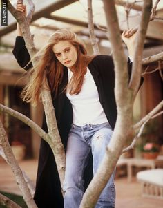 90s Fashion, Retro Fashion, Fashion Beauty, Elizabeth Berkley Showgirls, Alicia Silverstone 90s, 90s Inspired Outfits, Cher Horowitz, 90s Jeans, Regina George
