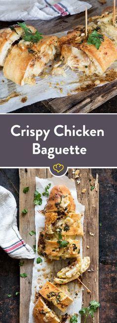 Dieses Baguette ist mit knusprigem Hähnchen und Mozzarella gefüllt und außen mit Knoblauchbutter bestrichen. Einfach köstlich!