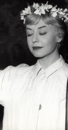 Nights of Cabiria (1957) photos, including production stills, premiere photos and other event photos, publicity photos, behind-the-scenes, and more.
