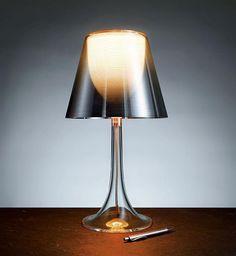 Kein Geringerer als Philippe Starck brachte die Miss K Dekoleuchte ans Licht der Welt und schuf damit ein weiteres Meisterwerk für den Leuchtenhersteller Flos! http://www.topdeq.de/topdeq/miss-k--flos-tischleuchte-philippe-starck-flos--288175043777952.html