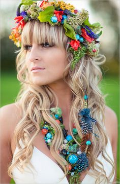 Bright bohemian hair and halo ideas. #weddinghair #bridalaccessories #weddingchicks Floral Design: FaBLOOMosity ---> http://www.weddingchicks.com/2014/04/30/colorful-bohemian-wedding-ideas/