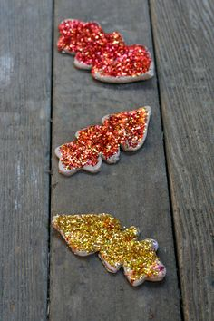 Make pretty glittery Fall leaf ornaments/table scatter that smell just like Pumpkin Pie! From Fun at Home with Kids
