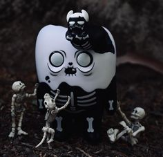 Tooth Off Skeleton Version 5-inch vinyl figure by Bearinmind Toys Vinyl Toys, Vinyl Art, Skeletons, Vinyl Figures, Tooth, Photos, Products, Pictures, Teeth