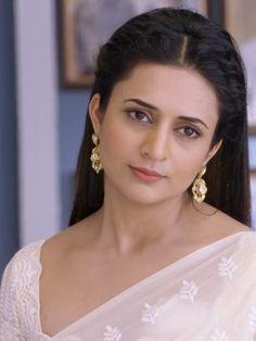 Beautiful Girl Indian, Beautiful Indian Actress, Beautiful Actresses, Divyanka Tripathi Saree, Desi Bhabi, Saree Photoshoot, Saree Look, Tv Actors, Indian Beauty Saree