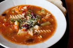 ИНГРЕДИЕНТЫ: томаты в собственном соку 450 г фасоль консервированная 400 г цуккини 200-250 г фасоль стручковая 200 г паста 100 г морковь 2 шт. стебель сельдерея 1 шт. картофель 1 шт. лук репчатый красный...