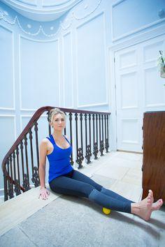Fitness Faya Run Girl Saucony Stretch Post Workout Warm Down Bath Sciatica Stretches, Stretches For Flexibility, Body Stretches, Stretching Exercises, Lower Back Pain Stretches, Post Run Stretches, Stretches For Runners, Tight Shoulders, Warm Down