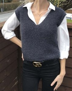 Poncho Pullover, Knit Fashion, Womens Fashion, Knit Vest Pattern, Fashion Project, Easy Knitting, Winter Fashion Outfits, Classy Outfits, Knitted Hats