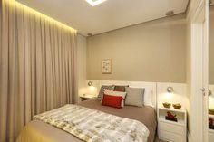 Quarto de casal em tons de cinza com um toque de cor! | projeto e obra #MikaelianFreitas | Móveis planejados @dellannoalpha | 📷 @marianaorsifotografia | ❤️🆕🏡💡 #saindodoforno #newproject #quartodecasal #tonsdecinza #suitemaster #almofadasdecorativas #grayandred #50tonsdecinza  #shadesofgrey #bedroomdecor #homedecor #Alphaville #apartamento #alphavilleearredores #paisagemtamboré #new #loveit #texturas #vaiteroverpostingsim  #homesweethome