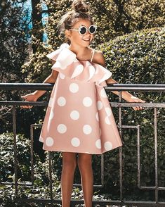 Pink Flower Girl Dresses, Dresses Kids Girl, Kids Outfits Girls, Cute Outfits For Kids, Toddler Outfits, Trendy Baby Clothes, Girls Fashion Clothes, Kids Fashion, Outfits Niños