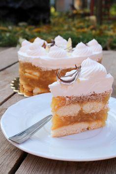 Sütés nélküli almatorta Sweet Desserts, No Bake Desserts, Vegan Desserts, Dessert Recipes, Hungarian Desserts, Hungarian Recipes, Apple Recipes, Cookie Recipes, Dessert Decoration