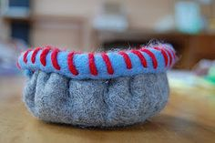 tutorial for making a felt bowl ~ from Mama Moontime