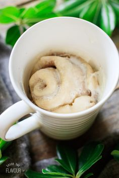 This super easy cinnamon roll in a mug cooks in one minute in the microwave! This is a gooey, buttery mug cake that you'll be making all the time. Mug Cinnamon Roll, Cinnamon Rolls, Mug Recipes, Baking Recipes, Easy Desserts, Dessert Recipes, Yummy Treats, Yummy Food, Cake Recipes From Scratch