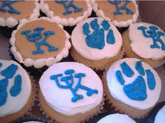 Google Image Result for http://www.thecupcakeblog.com/wp-content/uploads/2010/10/University-of-Kentucky-Wildcats-Cupcakes.png