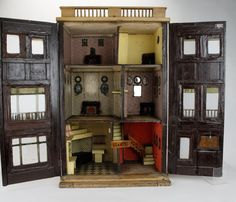 English Regency Town House : Lot 225, very nicely done inside, lots of old charm. .....Rick Maccione-Dollhouse Builder www.dollhousemansions.com