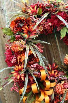 mit Blüten und Bändern