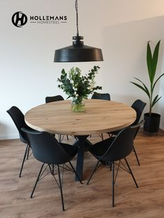 Home - Hollemans Homesteel Dining Room Inspiration, Home Decor Inspiration, Dining Room Design, Dining Room Table, Dining Rooms, Round Dining, Round Wooden Dining Table, Home And Living, Small Living Dining