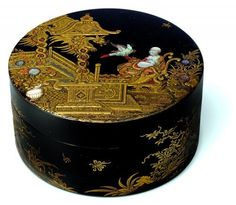 Antique box (anonymous) after the style of Jean-Michel Papillon, Paris, c1740. Wood, black lacquer, high relief decoration accented with gold lacquer and gold and silver powder, red lacquer, ivory and various shades of pearl embellished with engraving. H. 4.3 ; D. 8.4 cm. Hamburg Museum für Kunst und Gewerbe © DR