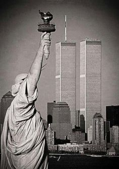 NYC Twin Towers ~ World Trade Center. 11 September 2001, Voyage New York, Beau Site, I Love Ny, City That Never Sleeps, Jolie Photo, Statue Of Liberty, New York City, Beautiful Places