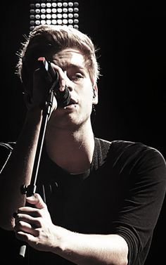 happy birthday luke!! im not really a fan of 5sos anymore but i still love ya and the gang so peace