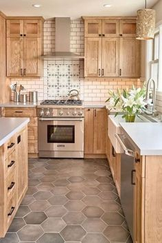 25 Brilliant Modern Rustic Kitchen Decor Ideas – Home Renovation Kitchen Cabinet Interior, Best Kitchen Cabinets, Farmhouse Kitchen Cabinets, Kitchen Furniture, Farmhouse Kitchens, Modern Farmhouse, Farmhouse Design, Kitchen Counters, Kitchen Flooring