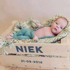 A nice photo of Niek in his babycrate :)