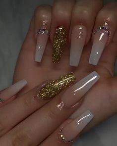 Acrylic Nails Coffin Pink, Long Square Acrylic Nails, Gold Nails, Coffin Nails, Gold Glitter Nails, Bling Nails, Nails Design With Rhinestones, Nail Designs Bling, Nagellack Design