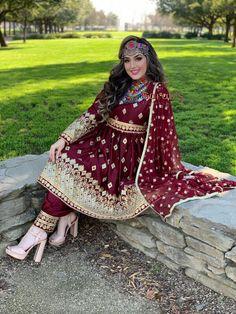 - Source by neeloamirzada - Pakistani Formal Dresses, Pakistani Wedding Outfits, Pakistani Fashion Casual, Indian Gowns Dresses, Indian Bridal Fashion, Indian Fashion Dresses, Indian Outfits, Balochi Dress, The Dress