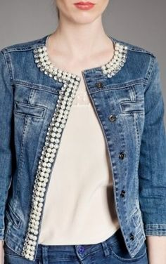 Refashion A Plain Denim Jacket By Adding Decorative Pearls, And Crystals Diy Jeans, Recycle Jeans, Diy Clothing, Sewing Clothes, Estilo Jeans, Mode Jeans, Denim Ideas, Denim Crafts, Altered Couture